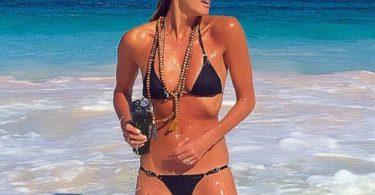 au peste 50 de ani dar arata senzational in bikini