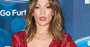 Jennifer Lopez, la 48 de ani. Ce face de arata atat de bine