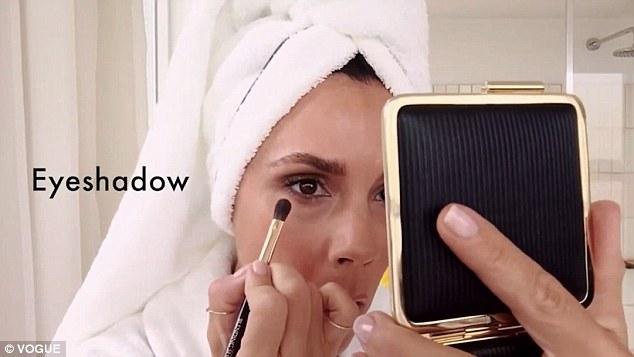 Victoria Beckham. Cum se machiaza in doar 5 minute – VIDEO